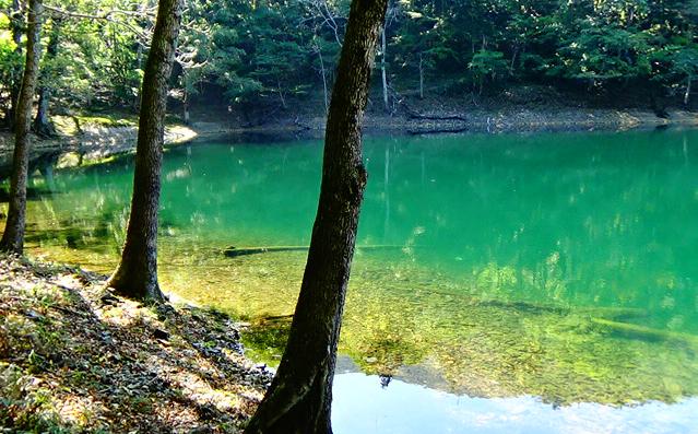 ハートの湖(豊似湖)