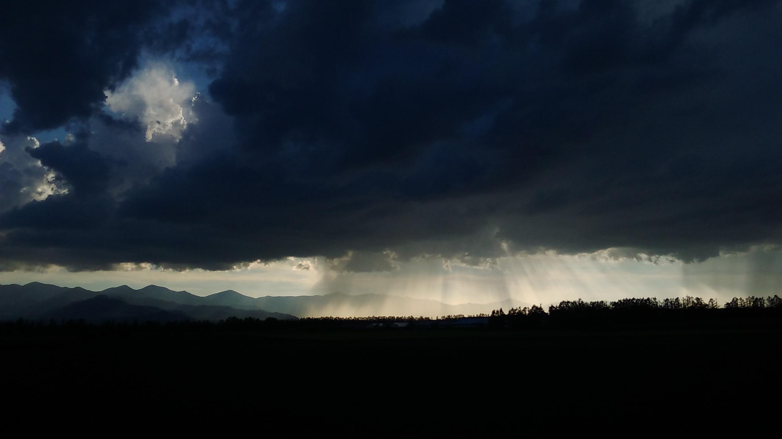 6月の夕方の空